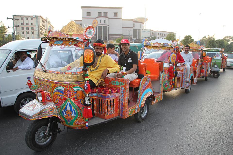 You can now tour Lahore in these awesome open rickshaws http://t.co/aB0NhpBnFn