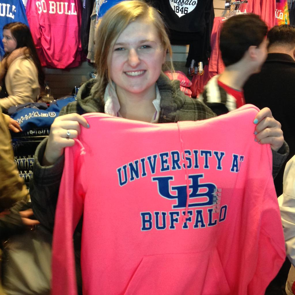 @bestgirl7 getting some #UBuffalo gear at Campus Tees! http://t.co/jfmHgPhcWE