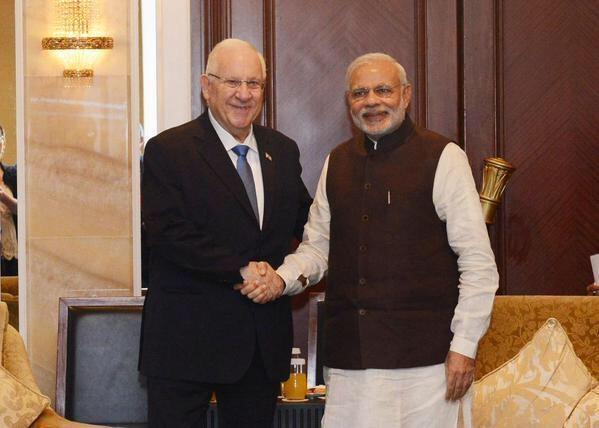 @PresidentRuvi and @narendramodi meet in Singapore http://t.co/Hv5DCFVgFI