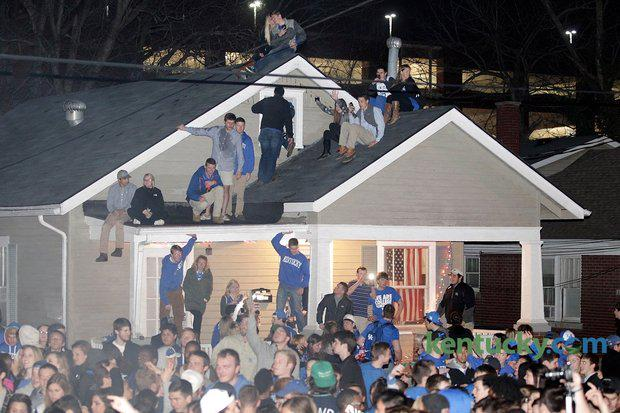 Photo gallery from State Street's raucous celebrations. http://t.co/SPvApAsnUV #bbn #Kentucky #statestreet #celebrate http://t.co/MO29pxRxey
