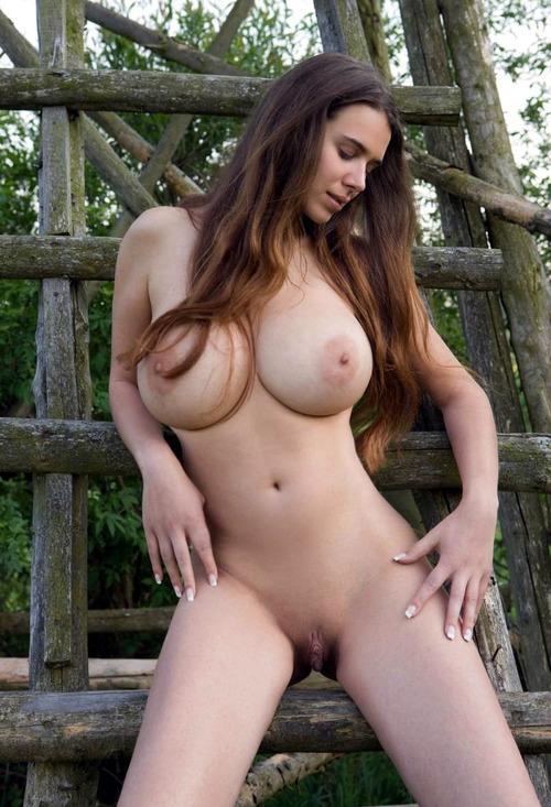 Фото голых сисястых молодых девушек