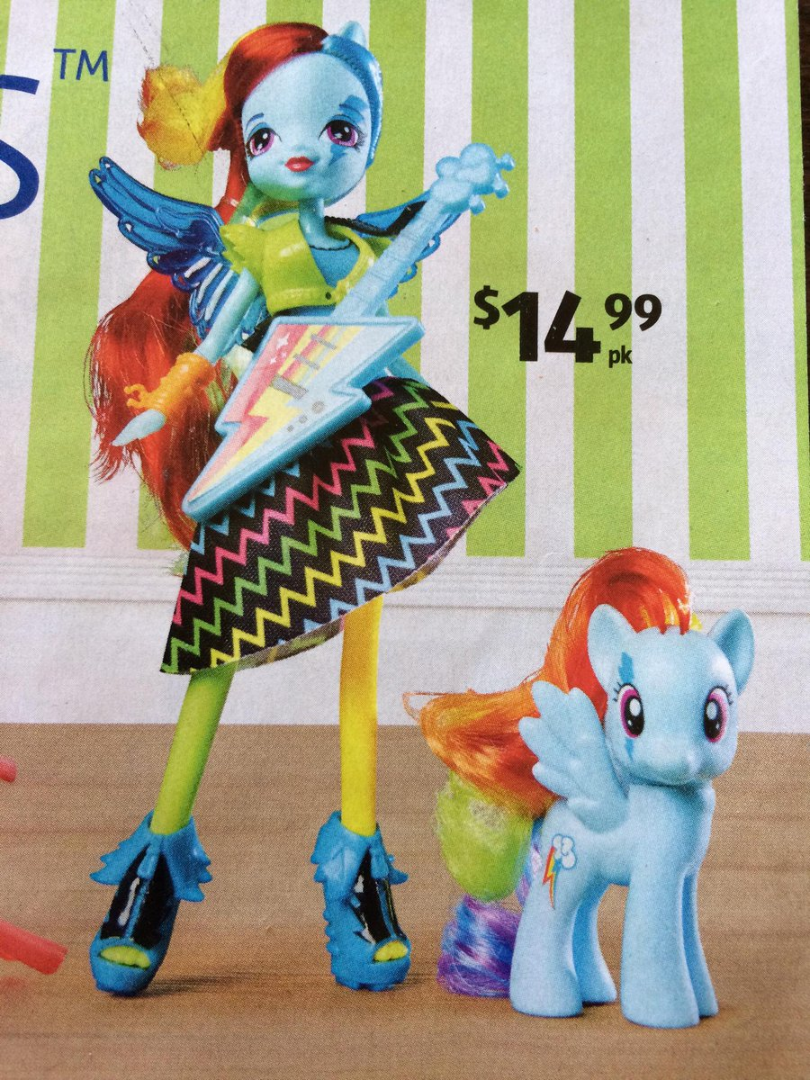 So I've figured out that the pony is Rainbow Dash, but who's the chick with the guitar? #mlp #MyLittlePony #Aldi http://t.co/z5LFh6Xpsa
