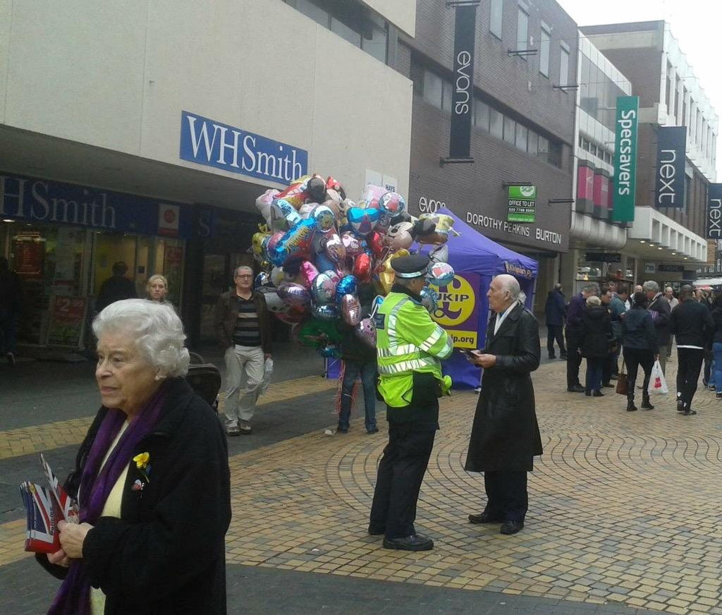 RT @CalumSPlath: why is the Queen canvassing for UKIP in Bromley? http://t.co/sd62baNYys