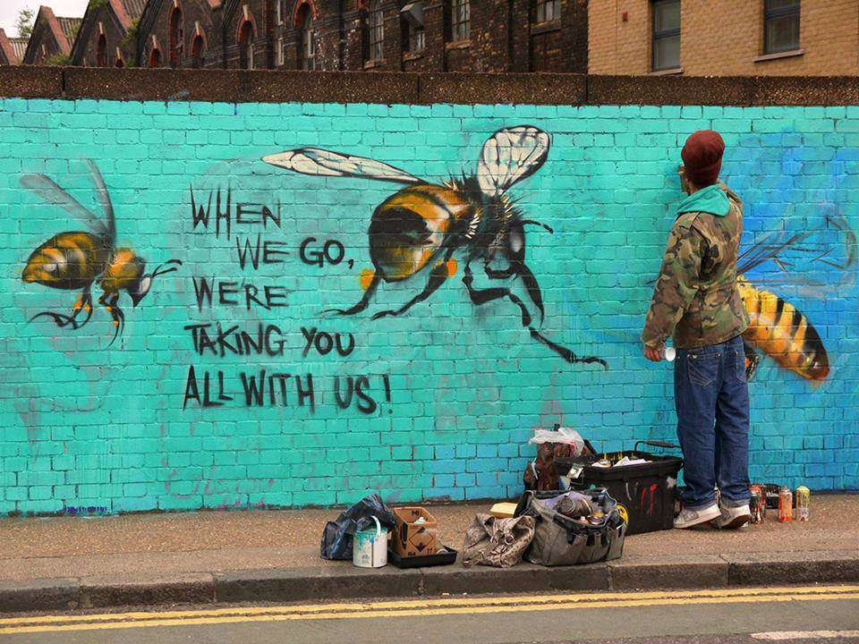 Street artist @louismasai created this piece to draw attention to bee decline. #bees http://t.co/1WpbKMrqLe
