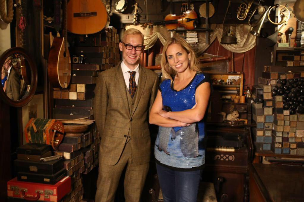 It's @Jasmineharman & me filming @Collectaholics_ @RufusandMolly - see what we found at 7pm on BBC2 from 7th April http://t.co/6uhxd26wXk