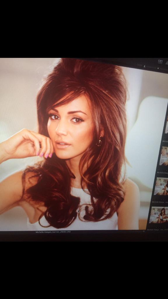 A behind the scenes picture from this weeks cover shoot for @Lookmagazine 💗 #60's http://t.co/IcUqRHGhEj