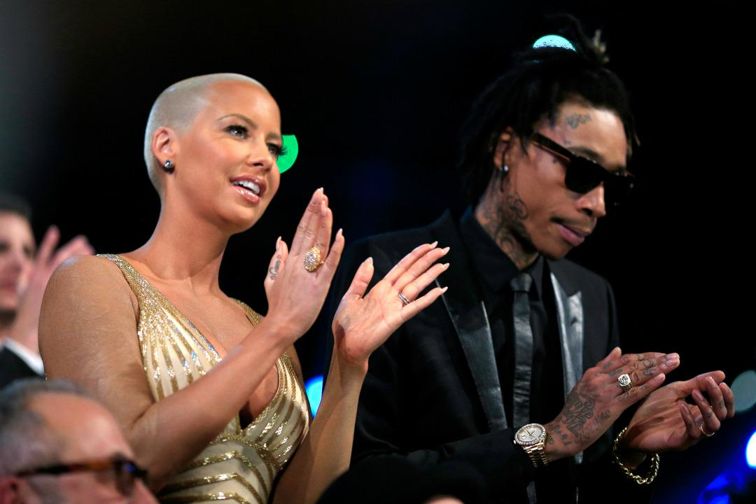 "Lmao ""@Ivan_splash: Lol RT @XXL: Wiz Khalifa and Amber Rose are working things out: http://t.co/NVLCS0Aesz http://t.co/qFbcoLFGCe"""