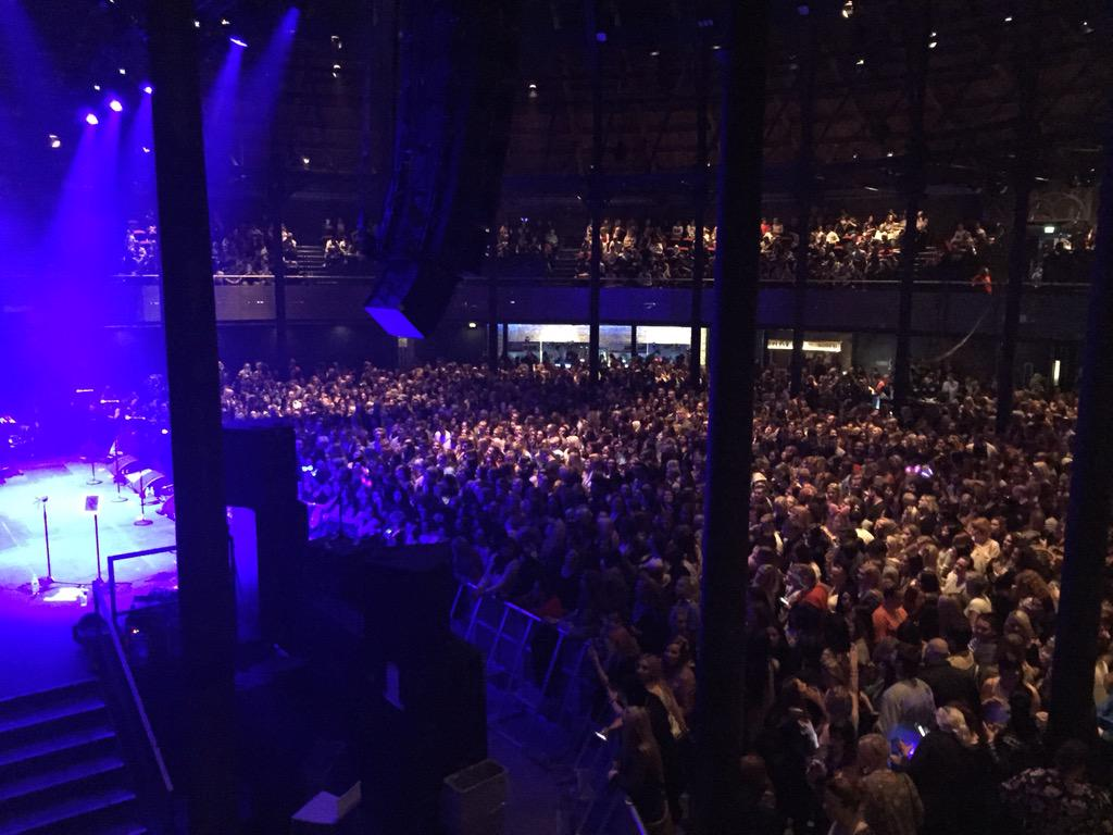 RT @AljazSkorjanec: @officialblue in @RoundhouseLDN! Singing along to every song!!:) http://t.co/KgRdgkSbMY
