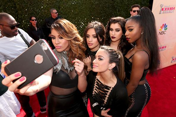 #Harmonizers, wouldn't you LOVE to be in this selfie? @FifthHarmony #iHeartAwards (Listen http://t.co/UvsyPfHJLE) http://t.co/1CsRKwJBWd