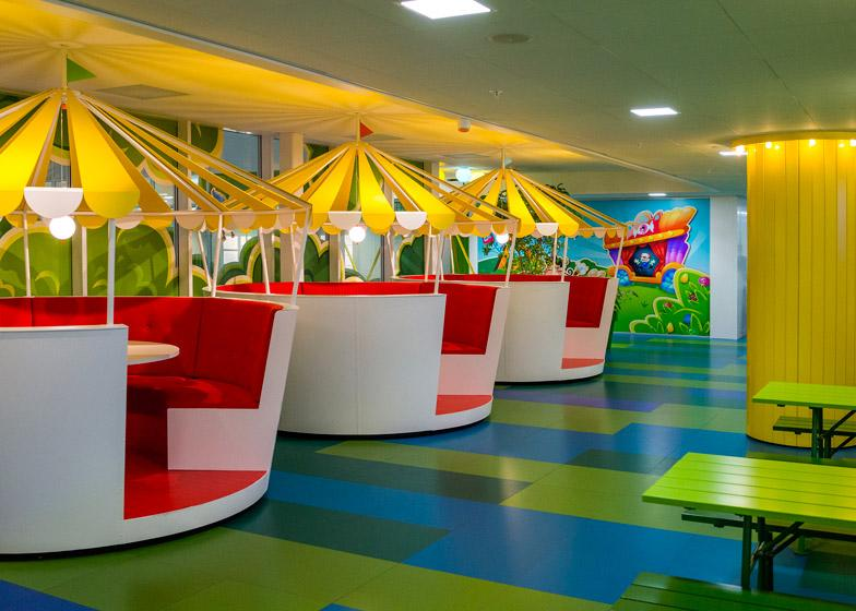Candy Crush office features cartoon design - take a look: http://t.co/PJiWFzav6m #design #videogame http://t.co/CyuDBpgoXe