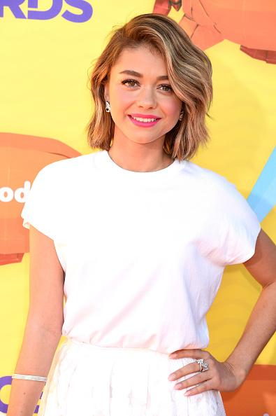 Sarah Hyland is all white with a hint of pink at the #NickelodeonKidsChoiceAwards  http://t.co/BsVUddoDDs http://t.co/JjhlA37vFD