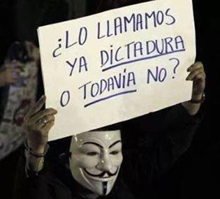 ¿Lo llamamos ya dictadura o todavia no? #AtaqueALosCSOAS #YoTambienSoyAnarquista #HolaDictadura http://t.co/gALyXOipn2