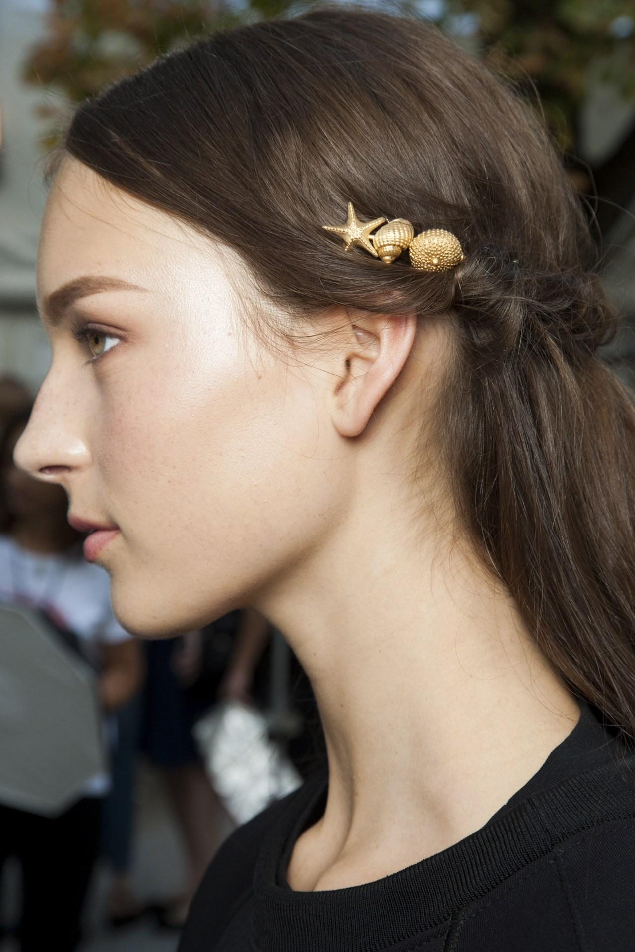 Wear your hair the @MaisonValentino way - adorned with golden seashells: http://t.co/RS9zAMh4rI http://t.co/gRFF24r0ZY