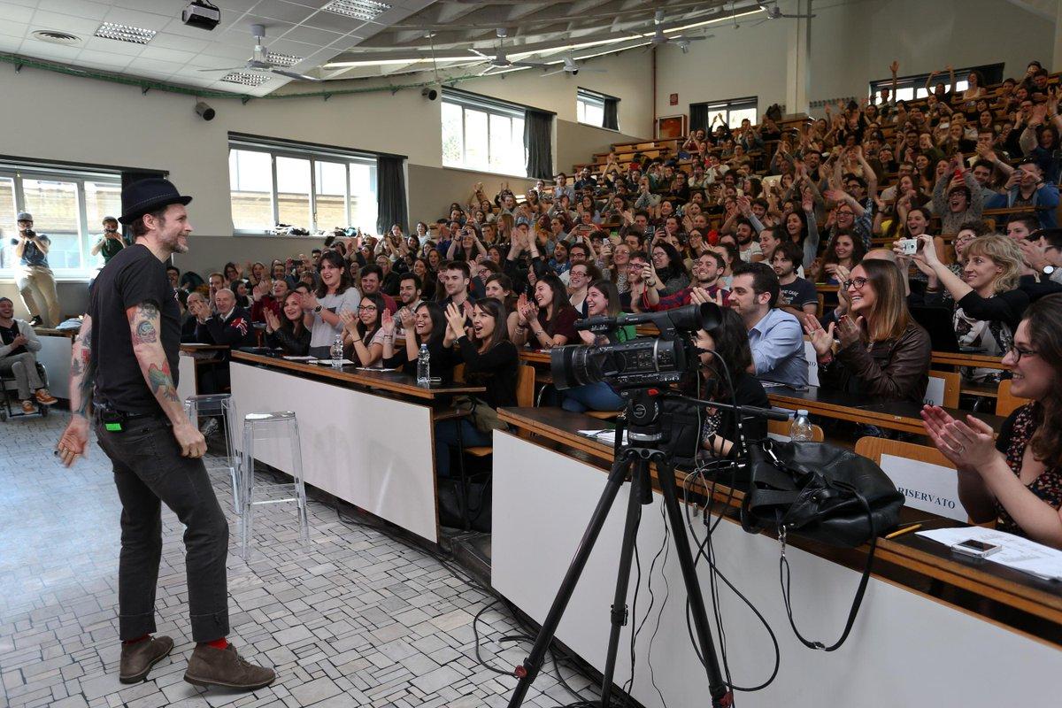 Alcune foto dell'evento @universiday #conjova. Grazie ancora @lorenzojova! http://t.co/e1uf0CUVHg