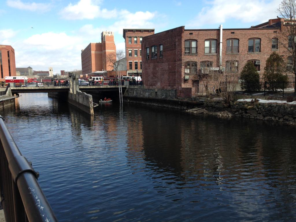 @Robert_Mills Report of a jumper in the Pawtucket Canal, Central St, Lowell. Dive team getting in water. http://t.co/Z9h8M83zlM