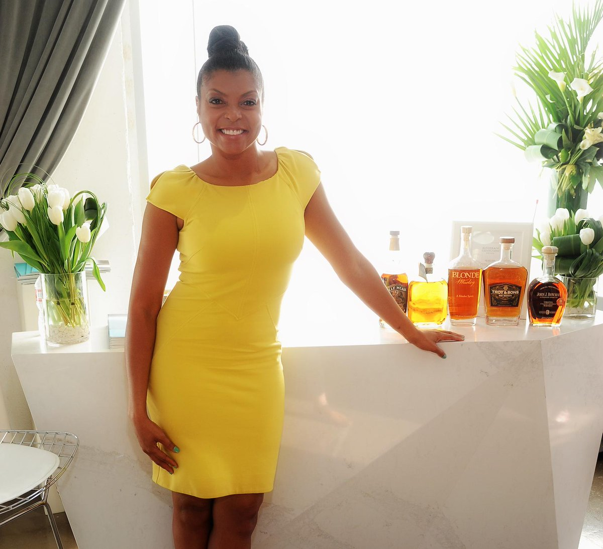 #Cookie fix, anyone?@TherealTaraji looks radiant in front of Calacatta Nuvo bar @Variety #ActorsOnActors http://t.co/nGMiydlP3I