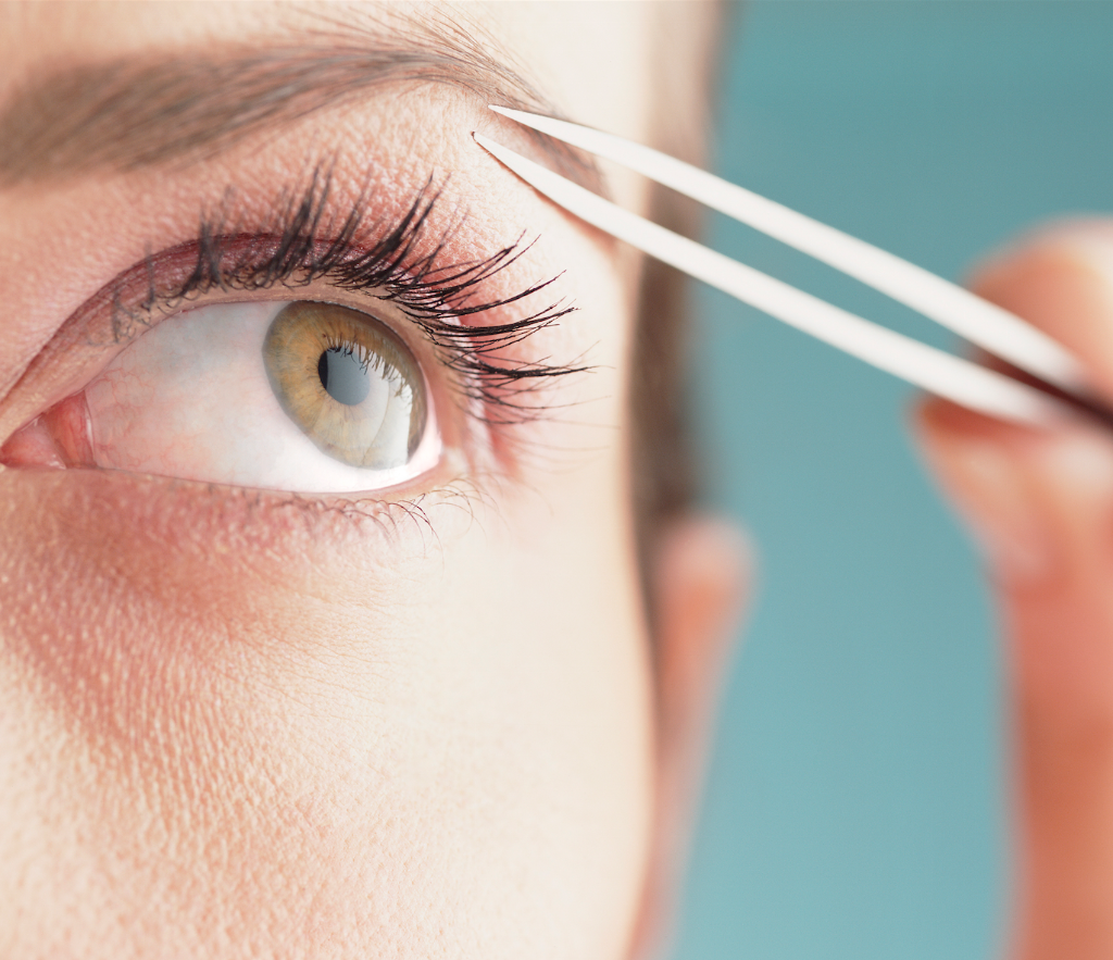 The dangerous side of plucking your eyebrows no one ever told you about: http://t.co/i1pOBuMN2Y http://t.co/kX2E8RPeZn
