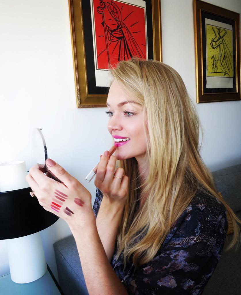 Trending this #spring15! #Brightpink lips, would you wear it? @wander_beauty coming soon! 💋 #wanderbeauty #wanderland http://t.co/t56GMzybQN