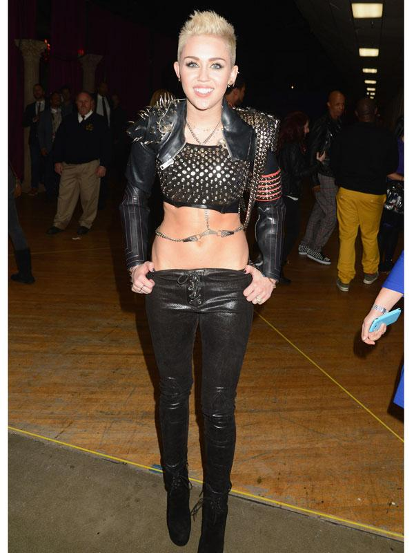 35 of Miley Cyrus' Craziest Outfits http://t.co/47xrgVfLE1 http://t.co/Y7ou1dgwWr