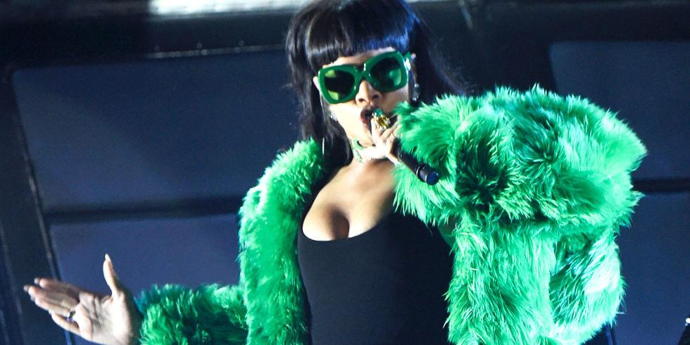 Rihanna performed #BBHMM live for the first time last night, these photos are EVERYTHING: http://t.co/T7wElhQKEn http://t.co/Pvw09KXfoC