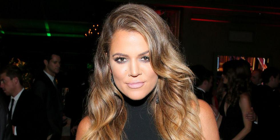 We are seriously intrigued by what Khloe Kardashian puts on her boobs. http://t.co/HoglvA0wSy http://t.co/1KcwhrqxpD