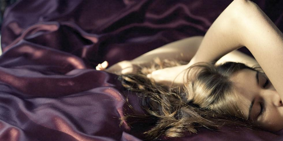 What you need to sleep on for softer hair and skin: http://t.co/nguO9p5aQ2 http://t.co/WAKppOh1x1