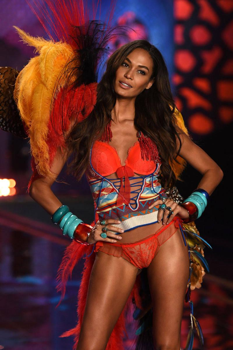 Victoria's Secret Angels on Diet, Exercise, and After-Parties http://t.co/h5dvpi4IzZ http://t.co/QsfIciyfsi