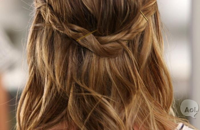 A gorgeous day-to-night hairstyle you'll wear all spring and summer long: http://t.co/4f7NLgaWXB http://t.co/cDOaCzMWlx