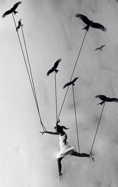 il dio da supplicare per sottrarmi ai respiri di pietra ai corvi neri   @cristinabove #UniversoVersi http://t.co/lfhj14jTv5