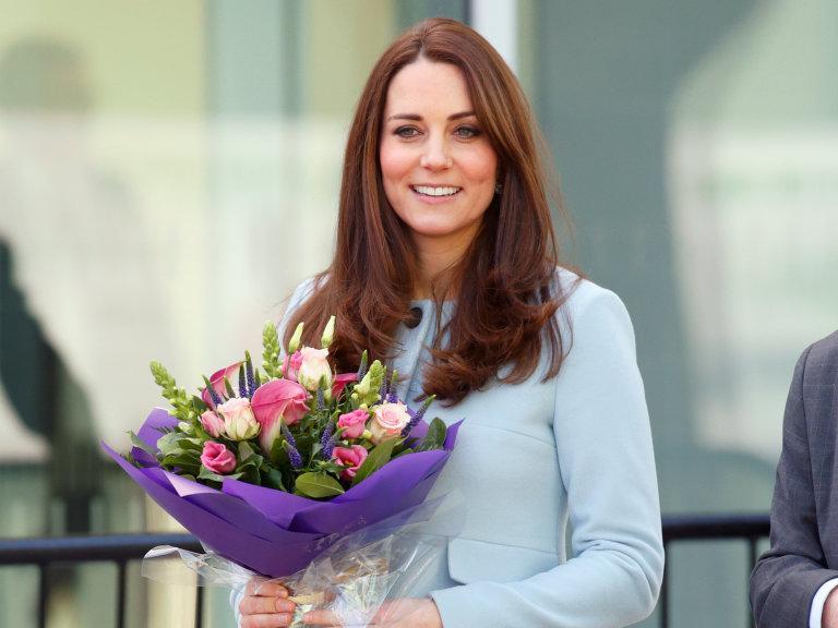 Kate Middleton's skincare secrets: http://t.co/FA5w7gsS4o http://t.co/eq7Vw6SEa6