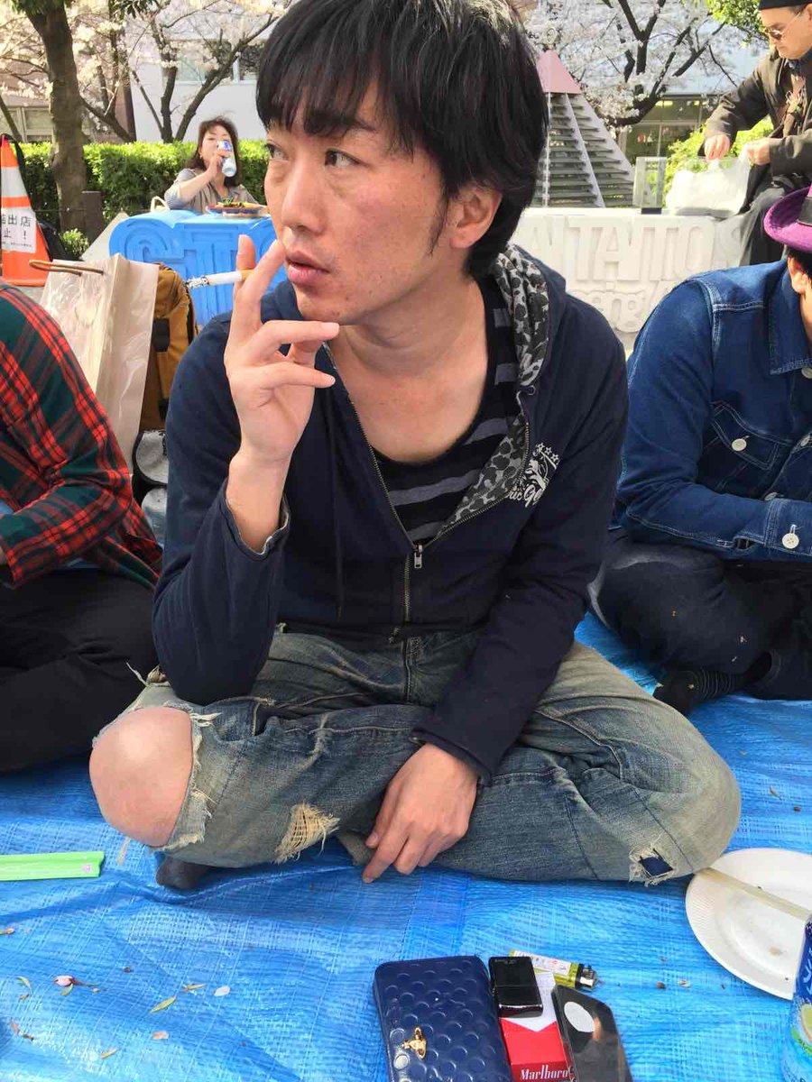 彼、膝出すぎじゃない? http://t.co/OBflvOLADb
