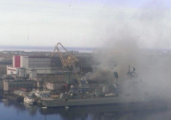 Russian nuclear submarine on fire in northern Russia. First photos emerging. http://t.co/9XXrxvHYWh