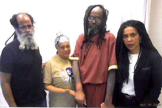 Update and pictures from @JohannaFernand and Pam Africa's visit with Mumia yesterday 4/6/15  http://t.co/XJjhEvg8sc http://t.co/R0FfsESEAE