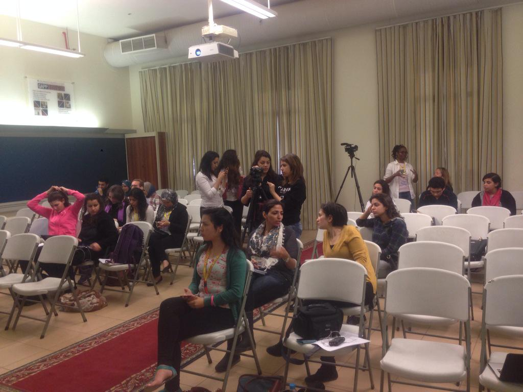Our team setting up and the audience chatting before the first talk at #aucsmc. #JRMC2202 #AUC http://t.co/rGRoGfZ4Eh
