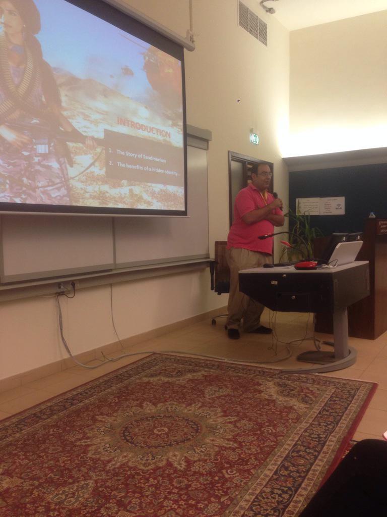 Blogger Mahmoud Salem (@Sandmonkey) sharing how the idea of his blog started. #JRMC2202 #aucsmc #AUC http://t.co/yyjiXHAlo1