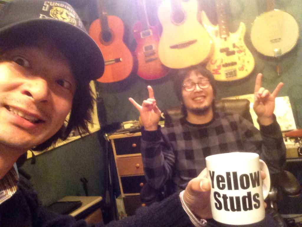 東京ゴッドファーザーズのレコ発企画のお相手は、俺個人としては同級生バンドのYellow Studsでした! という訳で、只今野村邸にて作戦会議中なうです。 4/26は浅草KURAWOODで僕の歴史に拍手! http://t.co/02iBwk34jD