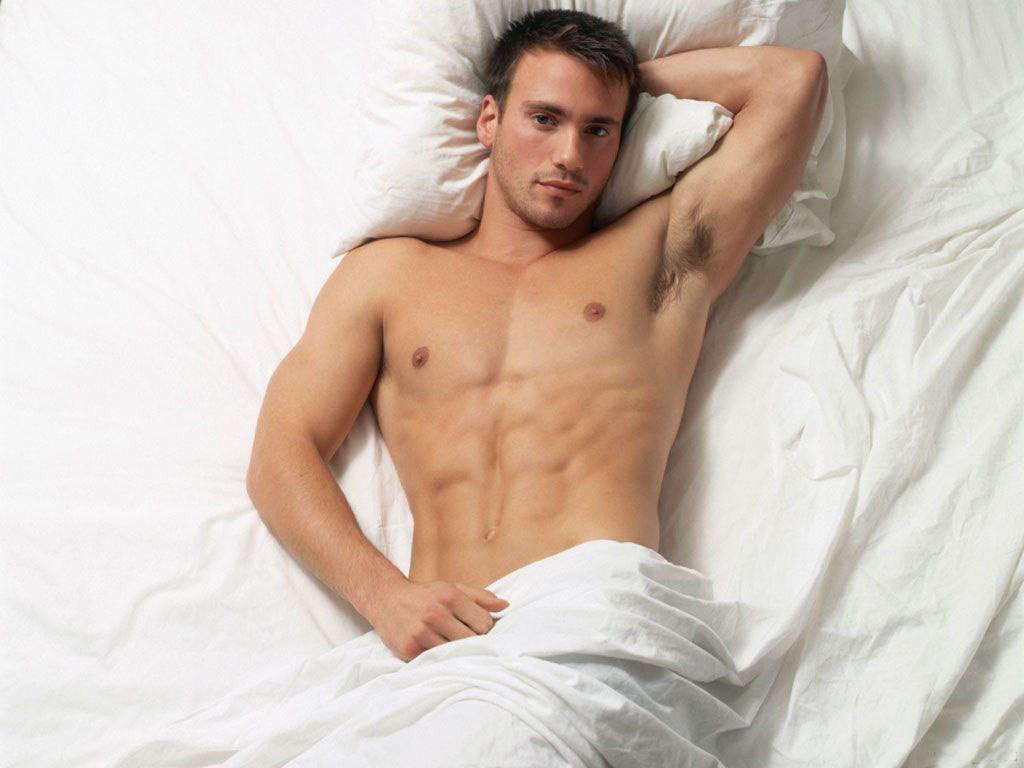 голые мачо в постели отличная альтернатива