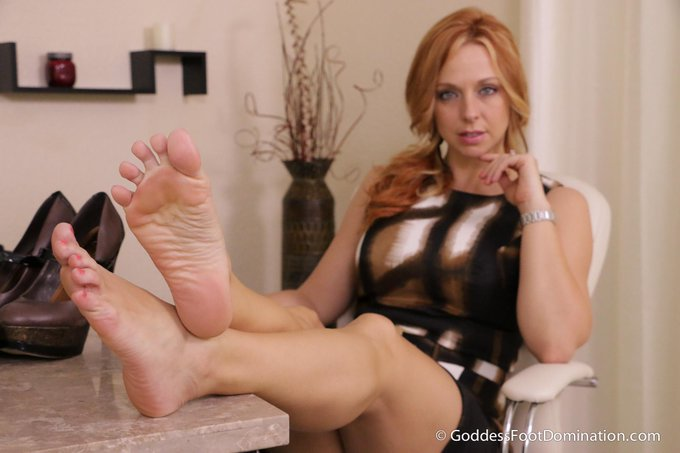Intern's Interview POV #footsmelling #joi #footdomination #footworship http://t.co/6Ds9IX6dN3 http://t