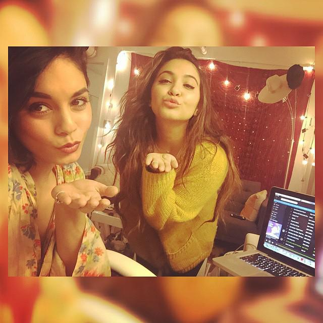 Night night @stellahudgens and yours truly💋👯💋 http://t.co/ARipDuSA5L