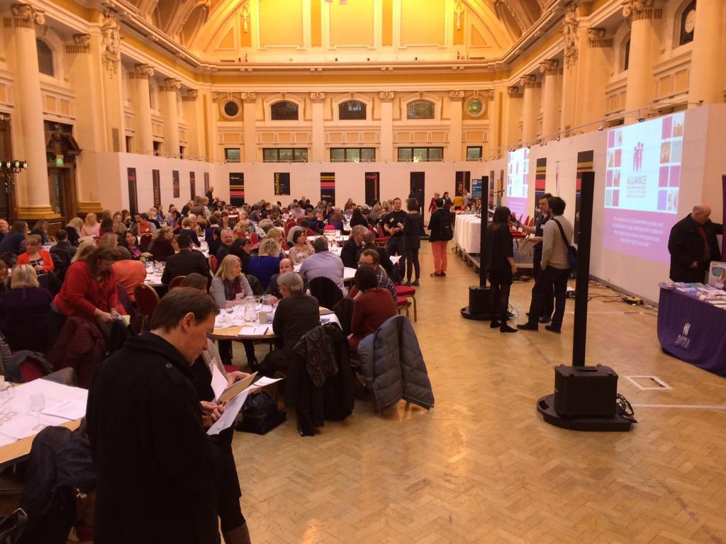 Full House for the #makeslinks event today via @markmakeslinks @ALLIANCEScot #makeslinks #makeadifference http://t.co/3hAUWJ4LlN