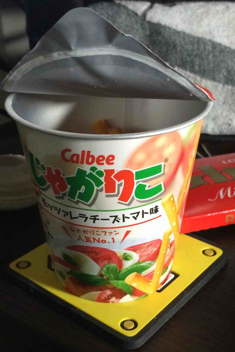 限定らしいが、じゃがりこモッツァレラチーズトマト味、すっごい美味しい。 http://t.co/AH3Sl09s9q