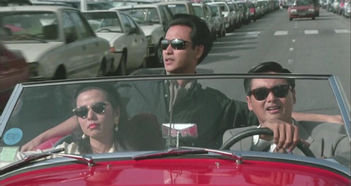 你们都知道我的性格,我喜欢西逛逛,东逛逛,我喜欢流浪,其实爱一个人并不是要跟她一辈子的,我喜欢花,难道你摘下来让我闻,我喜欢风,难道你让风停下来,我喜欢云,难道你就让云罩着我,我喜欢海,难道我去跳海?——《纵横四海》(1991) http://t.co/IahW36AK60