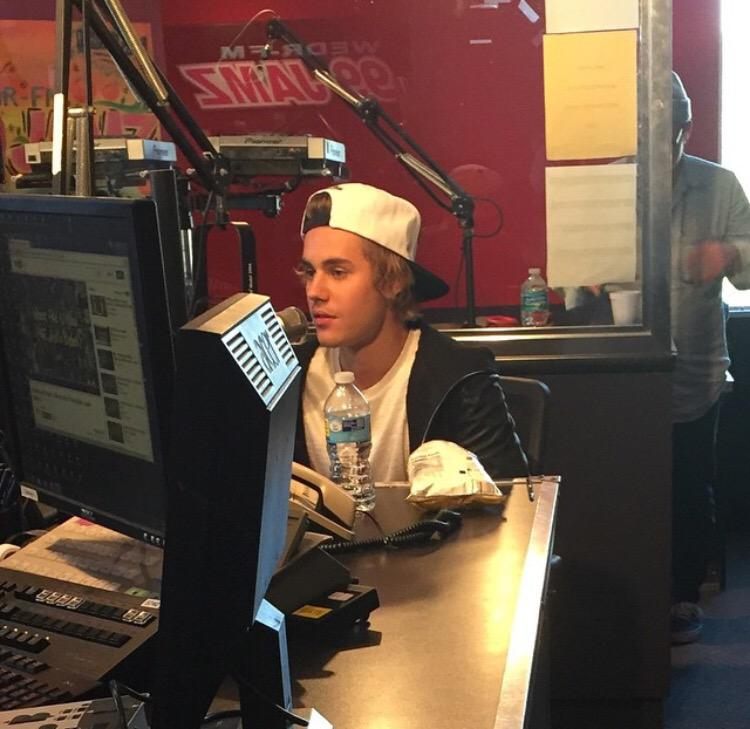 @justinbieber at @99JAMZWEDR That Roast Monday was EPIC! @MarthaStewart crapped on him Hahahaha http://t.co/xZmLyrlk6V