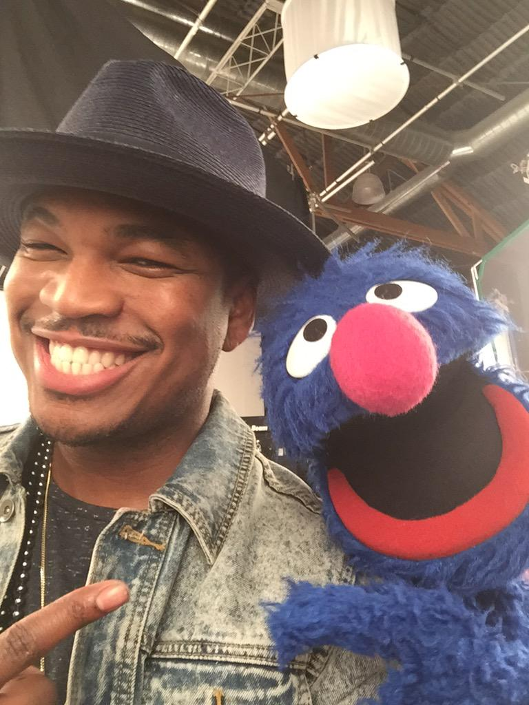 RT @sesamestreet: Grover found a new best friend and his name is @NeYoCompound! #Day2 #SesameTakesLA http://t.co/Kg63i1UvhR