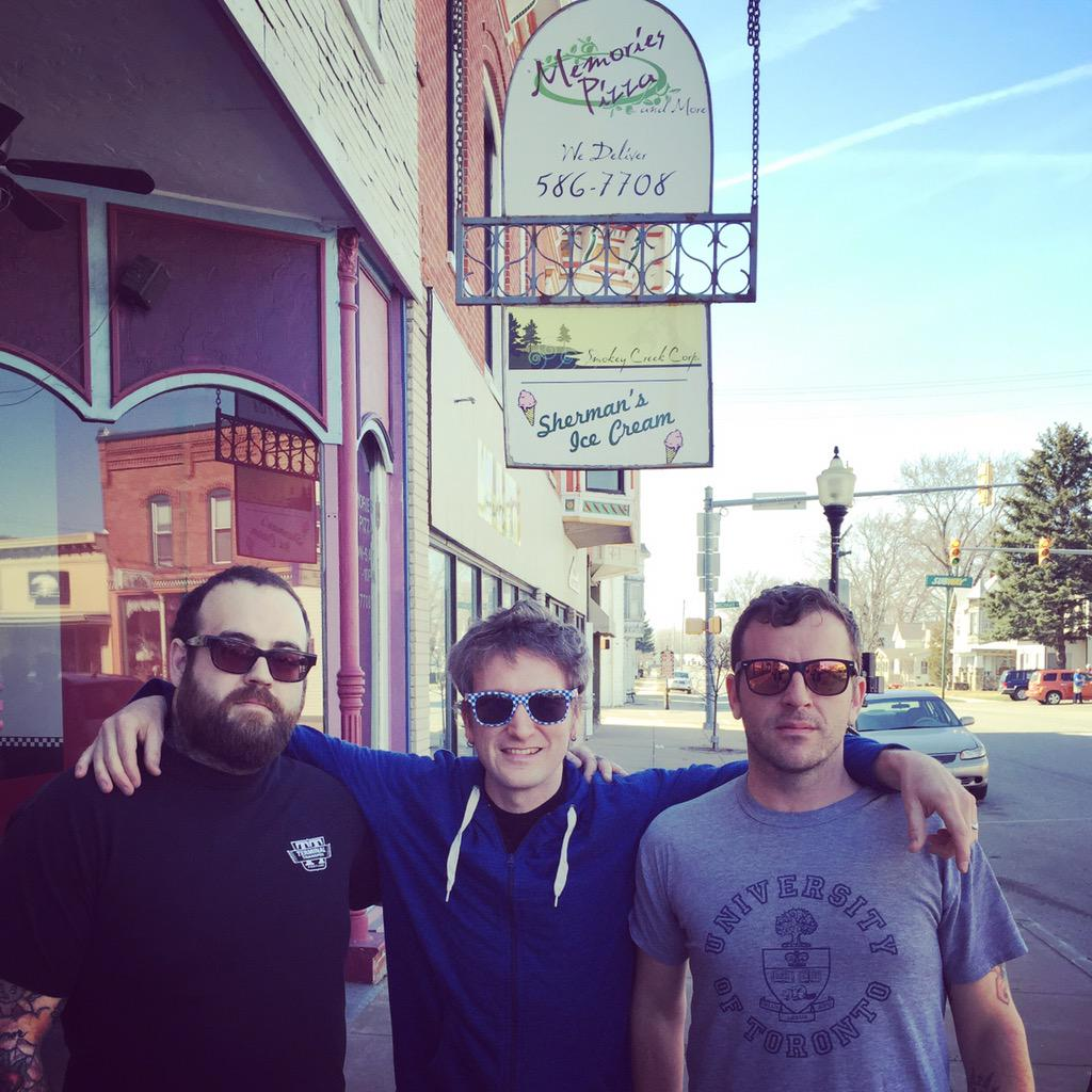 3 people who are against discrimination in front of a pizza place that will not serve LBGT community http://t.co/er93JtCCpu