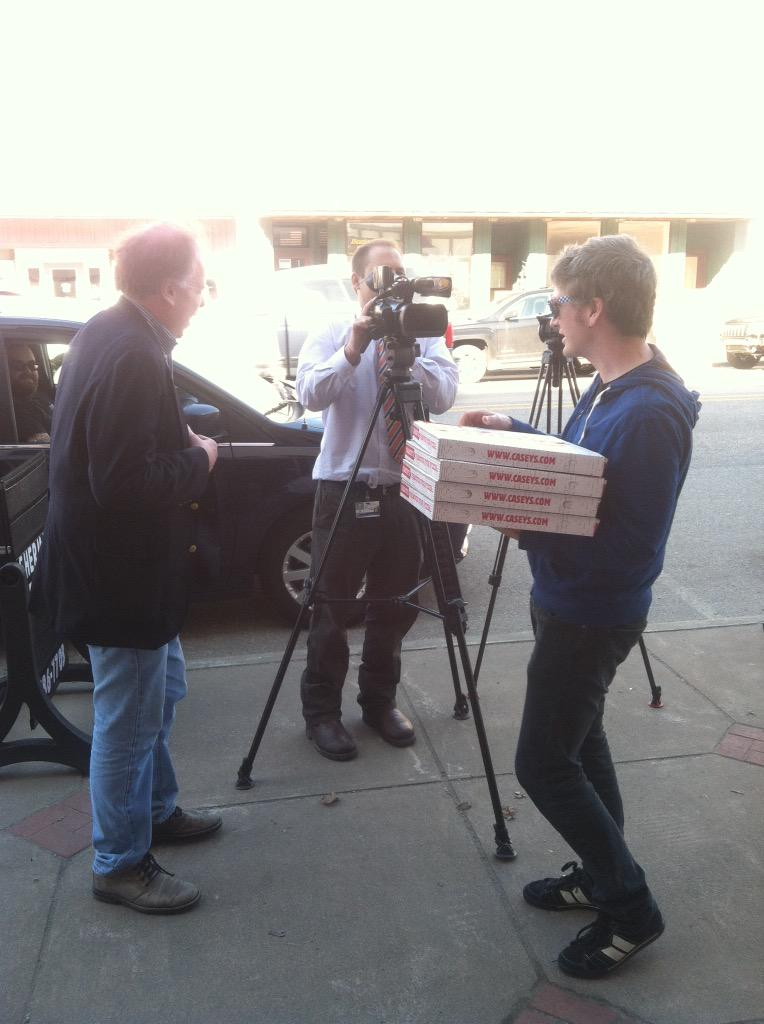 We went back to Memories Pizza and offered the press gaggle pizza from Casey's. http://t.co/MCV50mMVfC