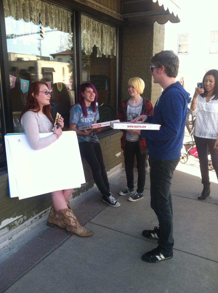 And we brought non-discriminatory pizza to the protesters outside of Memories Pizza in Walkerton, IN. http://t.co/YXmWqJcGuj