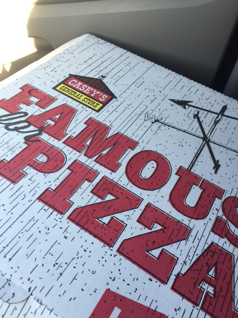 """Members of @SplitSingleband from Chicago bought $100 of pizza from Casey's General Store bc they """"don't discriminate"""" http://t.co/3eNsibNYc4"""
