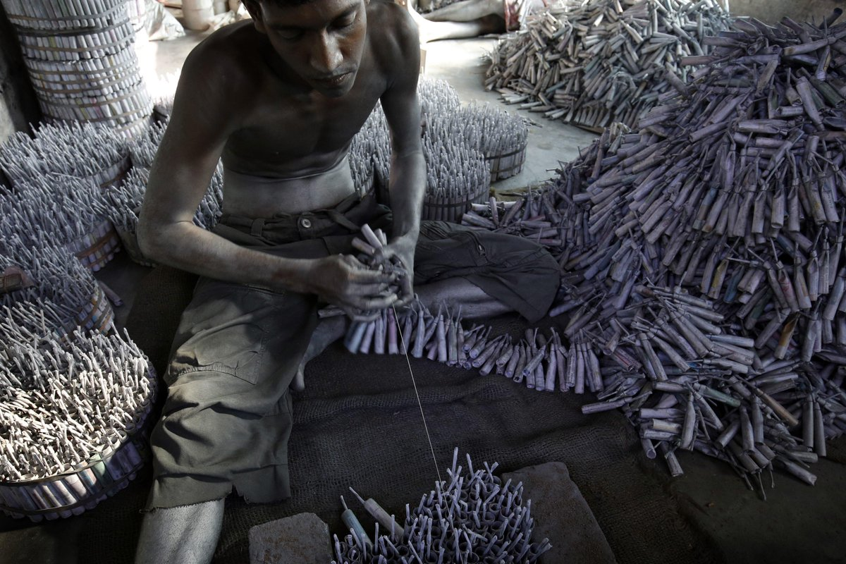 A worker ties rows of firecrackers together in Sri Lanka and more photos from Asia today. http://t.co/QCU7MmLSny http://t.co/E4AdmazkFN