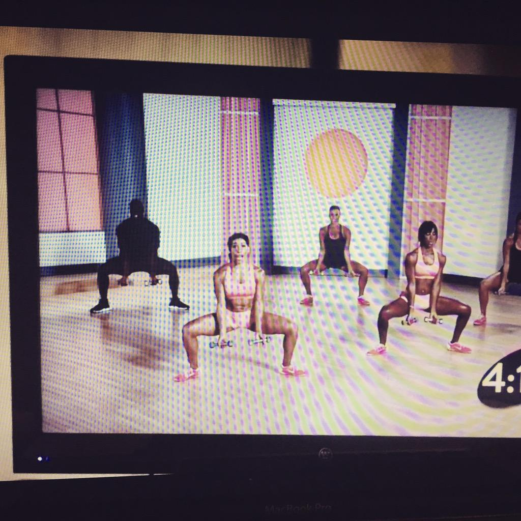 Aaaah look at my girl @JeanetteJenkins in Being Mary Jane! Woo hoo hardest bestest workout in the world! http://t.co/8QJ8BRwCqE